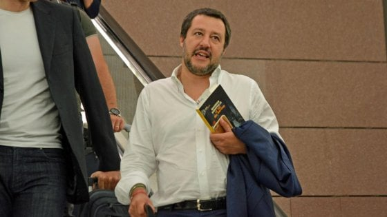 """Carofiglio: """"Salvini col mio libro sotto braccio? È una buona notizia che un politico legga"""". E su Conte: """"Rischia di essere un premier dimezzato"""""""