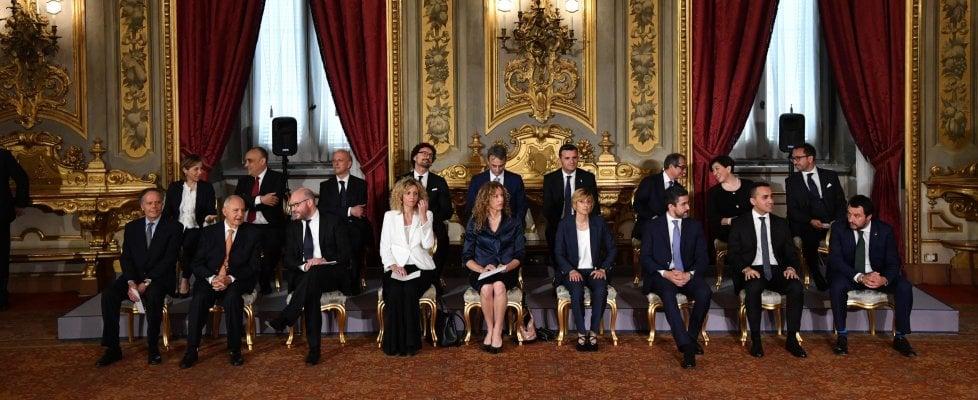 """Quirinale, i ministri hanno giurato: al via il governo Conte. Salvini: """"Savona al posto giusto per ricontrattare regole Ue"""""""
