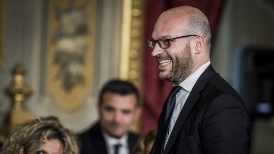 """Fontana: """"Famiglie gay? Mi attaccano perché sono cattolico"""". Ma Salvini lo stoppa: """"Sue idee non in contratto"""""""