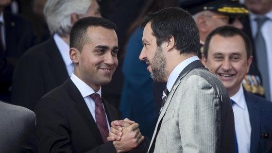 """2 giugno, Conte: """"È la festa di noi tutti. L'Italia non è corrotta"""". Mattarella: """"Paese coeso e affidabile"""""""