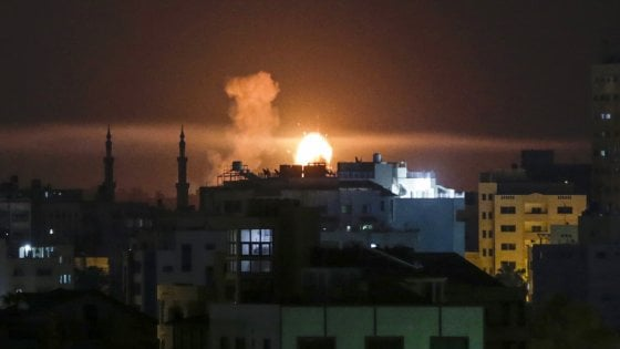 Raid aerei Israele basi militari Hamas
