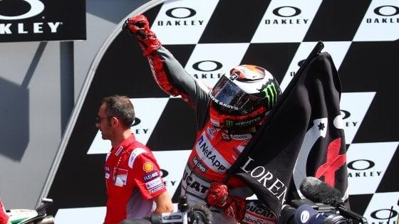 MotoGP Mugello, doppietta Ducati: vince Lorenzo su Dovi; 3° Rossi