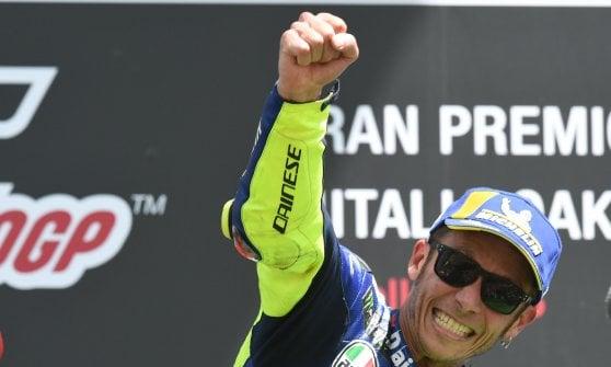 MotoGp, doppietta Ducati al Mugello: vince Lorenzo davanti a Dovizoso. Rossi terzo, Marquez scivola e resta a secco