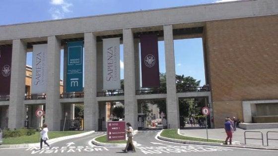 Scuola, fu esclusa dal concorso: Miur condannato a risarcire 260mila euro alla prof