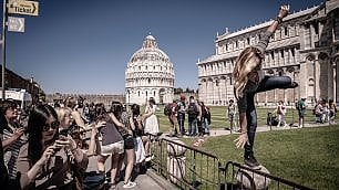 A Pisa la Torre non pende più a sinistra