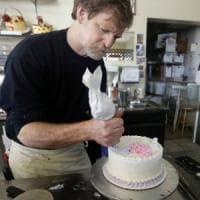 Usa, si rifiutò di preparare torta nuziale per coppia gay. La Corte Suprema dà ragione al pasticciere