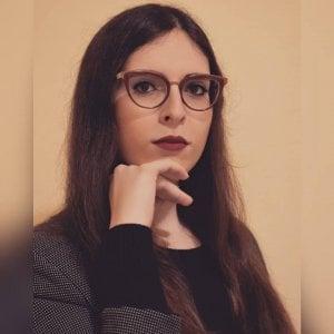Poetessa racconta la sua transessualità in un libro, insultata su Facebook