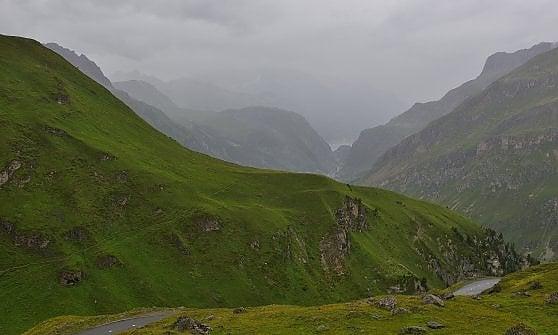 """Val d'Isère, c'è ancora neve. A sorpresa si torna a sciare sulle piste """"invernali"""""""