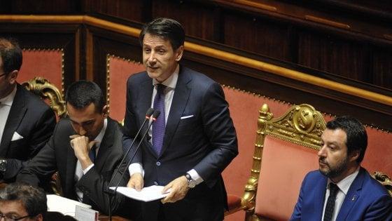 """Conte, il discorso della fiducia: """"Basta business dei migranti, daspo per corrotti e corruttori"""". E apre alla Russia"""
