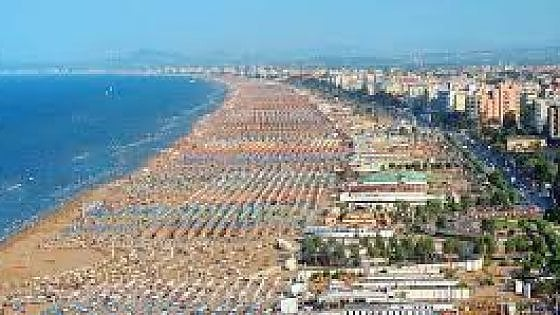 Rimini, hotel a 8 euro, scoppia la polemica