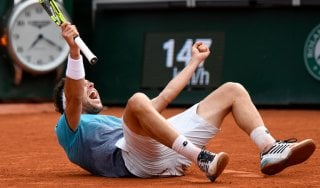 """Roland Garros. impresa Cecchinato: batte Djokovic, è in semifinale. """"Che batticuore, è incredibile"""""""