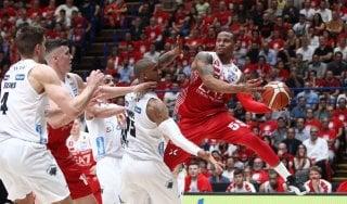 Basket, finale scudetto: Milano alza la voce, Trento crolla in gara-1
