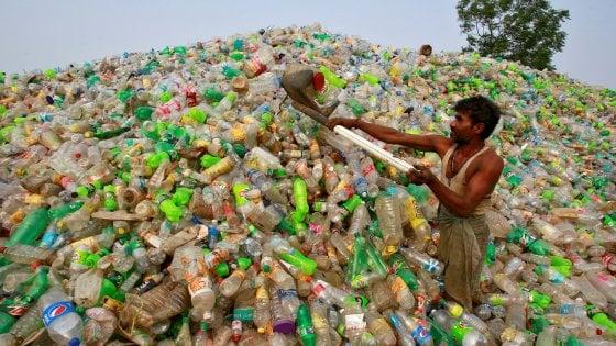 Inquinamento, l'India vieterà la plastica monouso entro il 2022
