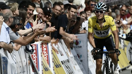 Giro del Delfinato, il team Sky vola a cronometro: Kwiatkowski torna leader