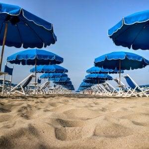 Ombrelloni Per La Spiaggia.Spiaggia Quest Anno Pochi Rincari Per Ombrellone E Lettino