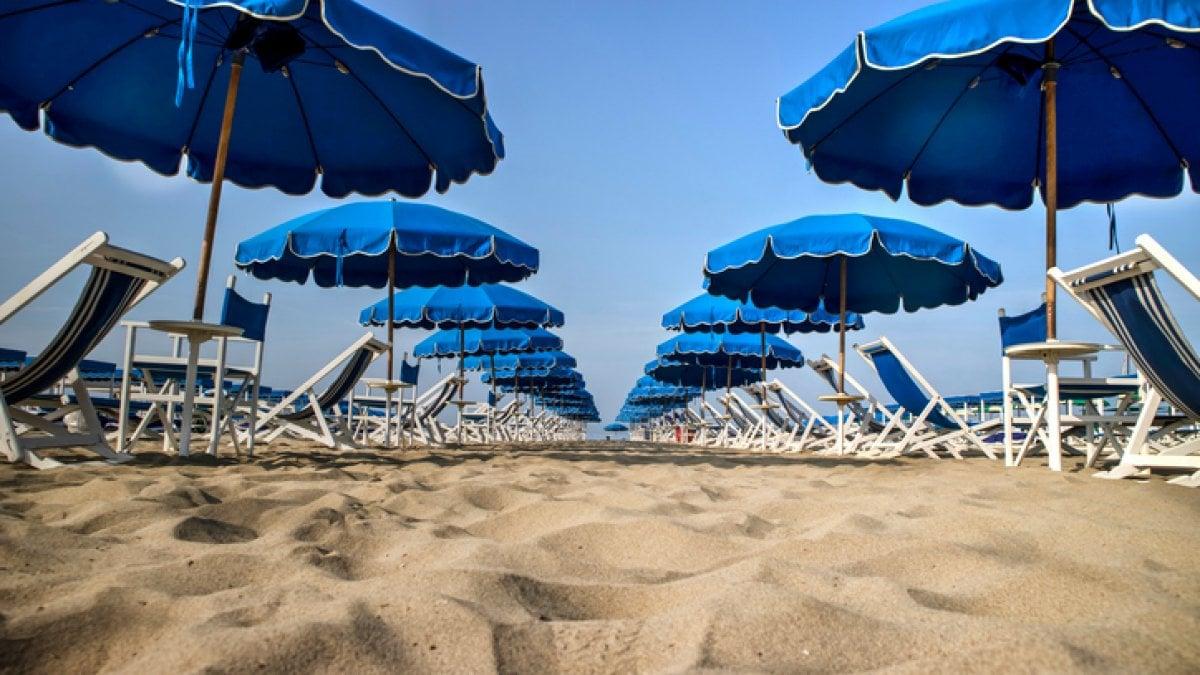 Ombrelloni Da Spiaggia Napoli.Spiaggia Quest Anno Pochi Rincari Per Ombrellone E Lettino