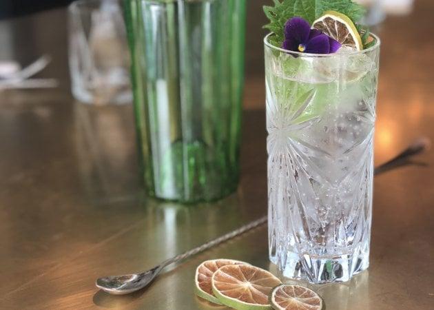 Amanti del gin di tutto il mondo unitevi: ecco 11 cocktail d'autore per celebrarlo