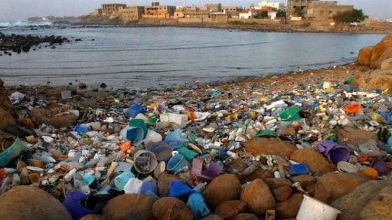 """Allarme Mediterraneo: """"E' soffocato dalla plastica"""""""