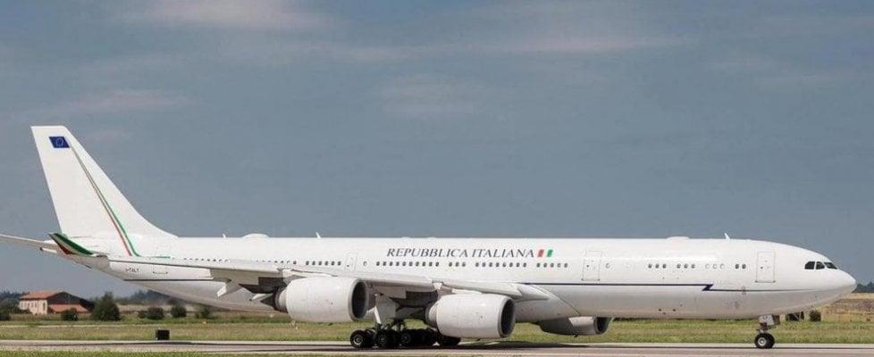 """M5s e la polemica boomerang sui voli di Stato, Pd: """"Conte in Canada sullo stesso aereo di Renzi"""""""