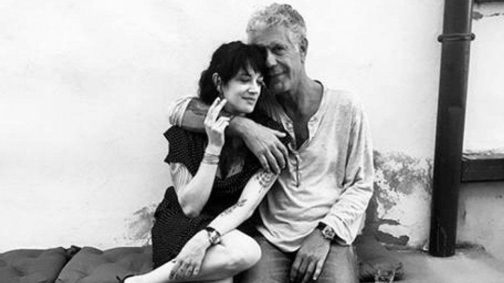 """Asia Argento: """"Anthony Bourdain era il mio amore, la mia roccia, il mio protettore. la sua generosità non conosceva limiti"""""""