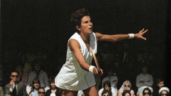 Tennis, è morta la campionessa Maria Bueno: negli anni '60 vinse 19 titoli del Grande Slam