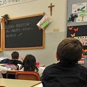 Spacca il labbro alla prof per un 4 in inglese