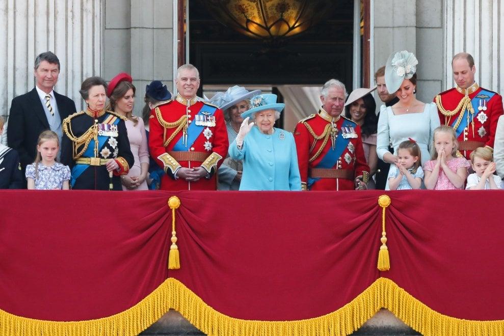 Gb, parata per il compleanno della regina Elisabetta. La prima
