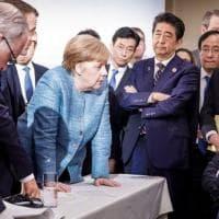 La foto simbolo del G7: Trump contro tutti