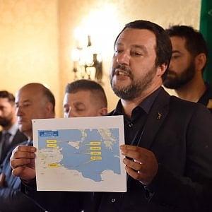Migranti, la svolta di Salvini: porti italiani chiusi