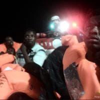 Migranti, a bordo dell'Aquarius: gli scatti del salvataggio