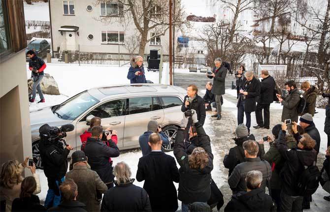 Volvo lancia nuove vie per presentare auto e servizi ai consumatori