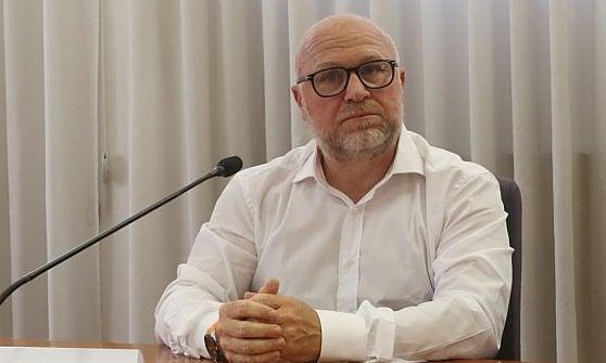 """Nogarin (M5s): """"Pronti a ospitare i migranti"""". Poi cancella il post. Il ministro Costa: """"Nessuno resti in mare"""""""