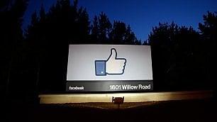 Dopo gli scandali, Facebook non crolla. Anzi, guadagna