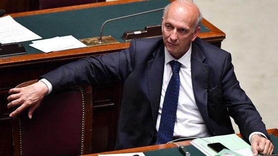 """Scuola, Bussetti: """"Sugli smartphone guardiamo con attenzione al divieto della Francia"""""""