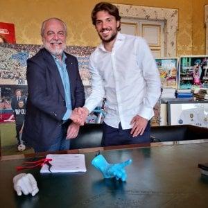 """Napoli, Verdi è ufficiale: contratto di 5 anni. Ancelotti: """"Riparto da Sarri"""""""