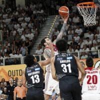 Basket, finale scudetto: Shields stratosferico, Trento batte ancora Milano e riporta la serie in parità