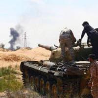 Libia, la città di Derna è sotto assedio: i malati devono negoziare le