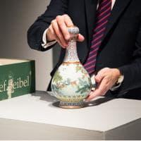 Parigi, vaso cinese venduto all'asta per 16,2 milioni di euro. Era dimenticato in...