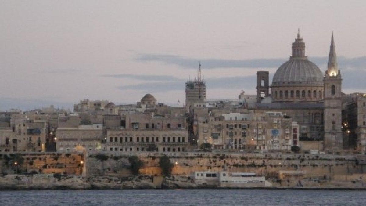 Malta è fuori dal tempo. O, per meglio dire, racchiude