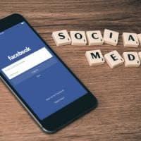 Social network batte tv: passiamo 20 minuti di più nella rete ogni giorno