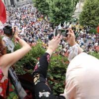Migranti, in piazza per l'Aquarius anche a Milano e Torino: l'onda dei