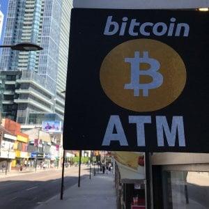 Bitcoin ai minimi da febbraio,