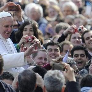Il Papa: giovani siate inquieti e non vivete a metà. I mediocri non hanno futuro