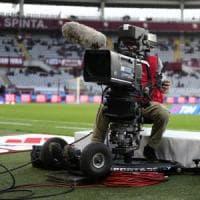 Diritti tv: i tre pacchetti del calcio assegnati a Sky e Perform per 973 milioni