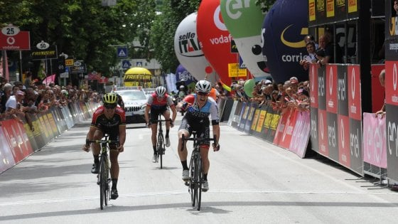 Ciclismo, Giro d'Italia U23: Bennet in volata a Pergine Valsugana. Osorio torna in rosa