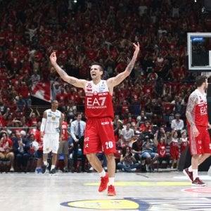 Basket, finale scudetto: Milano vince gara-5, Trento si arrende 91-90