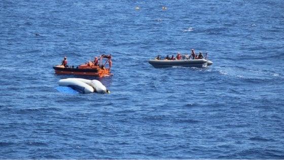La nave americana abbandona 12 corpi in mare