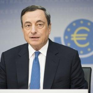 La Bce mette fine al Qe, giù i rendimenti dei bond e l'euro. Milano +1,2%