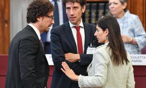 Il ministro Toninelli (a sinistra) con Raggi