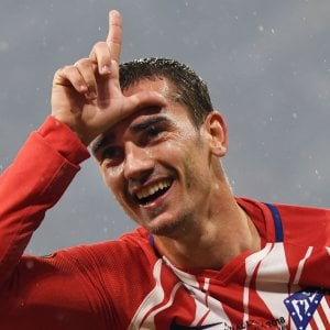 """Mercato, Griezmann: """"Resto all'Atletico Madrid"""". Buffon al Psg: ci siamo. Alisson sempre più vicino al Real."""